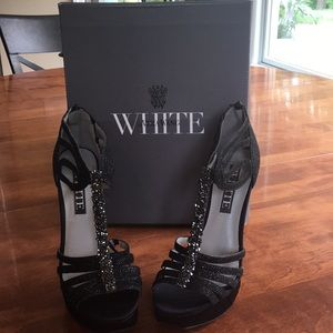 NWT Vera Wang White caged black heels with T-strap